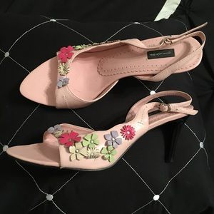 Shoes - Elegant and cute open toe and back shoes